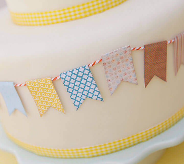 Baby Shower Decorations - Cute cake bunting